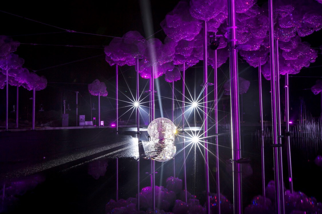 livebau illuminates majestic jellyfish in Swarovski Crystal Worlds